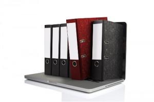Unterlagen und Computer vom Anwalt für Arbeitsrecht